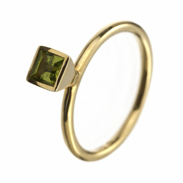 A.Odenwald Ring Scampolo Gelbgold mit grünem Peridot